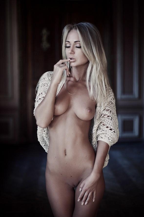 Nude-02